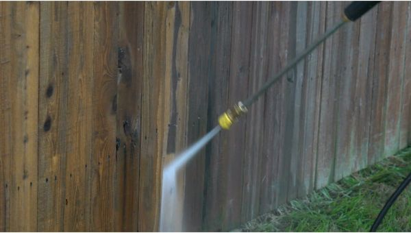 Mr. Dirt Blaster local partner Ohio Clean Cans pressure washing fence 0065