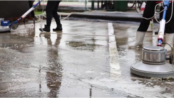 pressure washing commercial parking lot