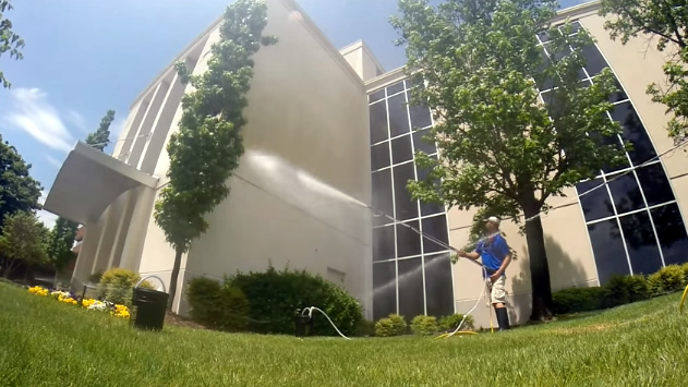 Pressure Cleaning Commerical Windows and Exterior Walls
